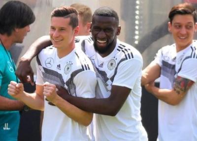 حمل قلیان و PS4 توسط بازیکنان تیم ملی فوتبال آلمان