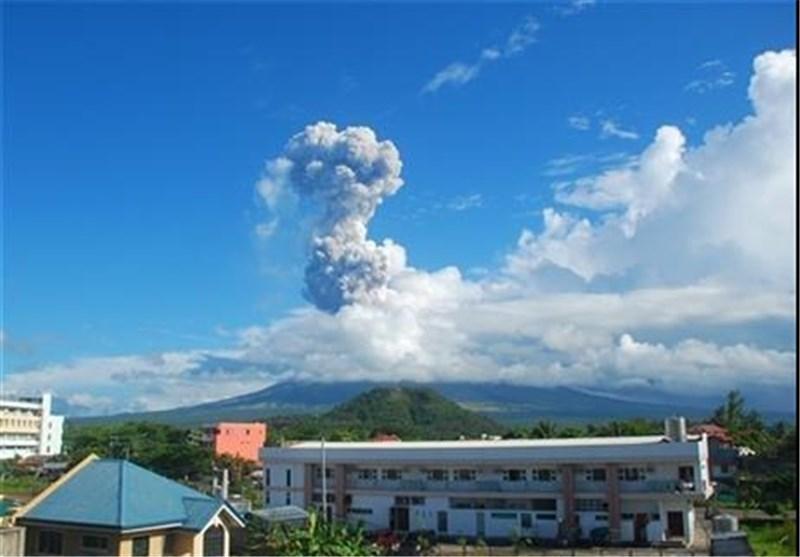 فوران آتشفشان اندونزی صدها نفر را فراری داد