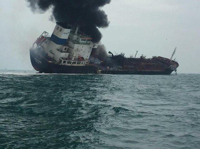آتش دریافت یک نفتکش در آب های هنگ کنگ