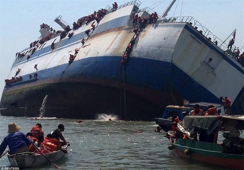 نجات 175 مسافر از کشتی در حال غرق در اندونزی