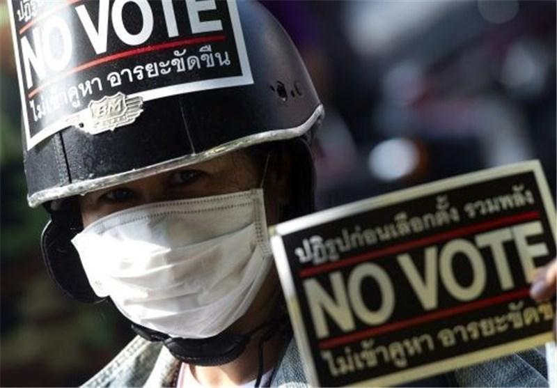 فرار نخست وزیر موقت تایلند از یک جلسه درپی هجوم معترضان