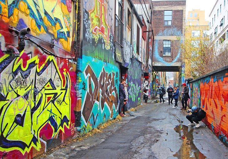 محله نقاشی های گرافیتی تورنتو کانادا