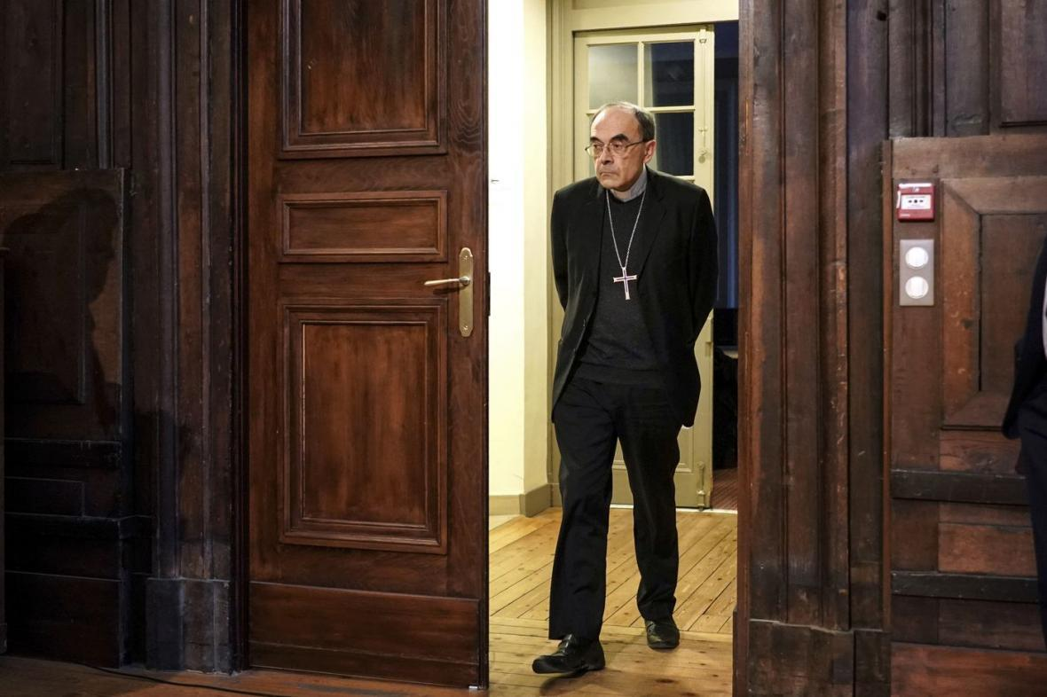 پاپ استعفای اسقفی که فساد در کلیسا را لاپوشانی کرد، پذیرفت