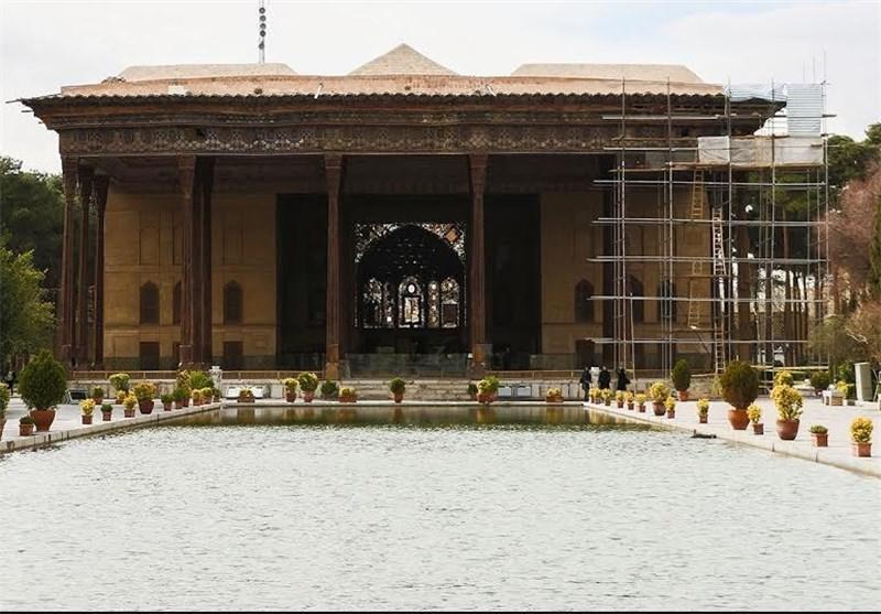 نخست وزیر یونان از کاخ موزه چهلستون اصفهان بازدید کرد
