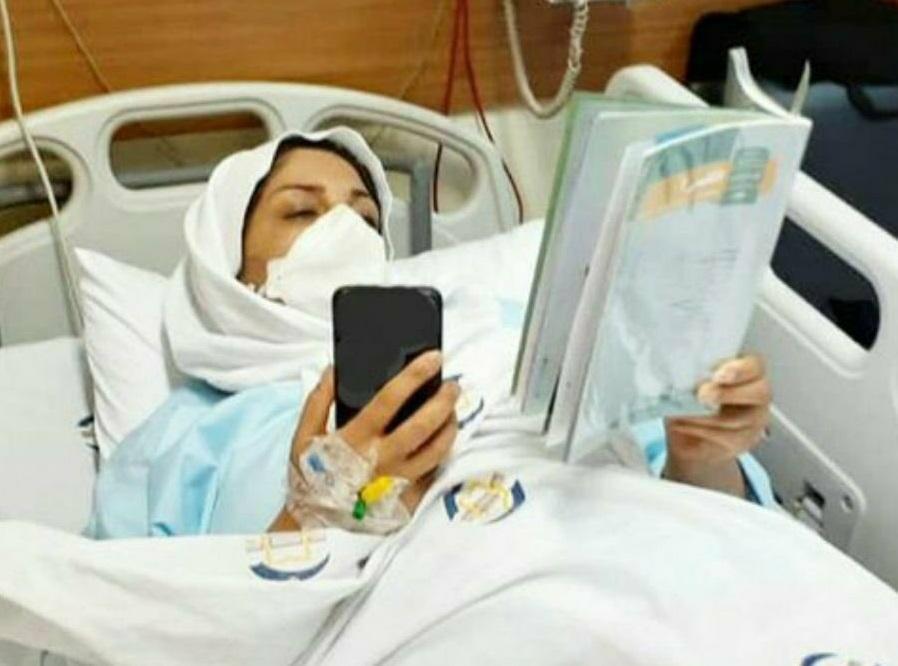 عکس، تصویری زیبا از شرافت دو معلّم، تدریس حتّی در بیمارستان ادامه دارد