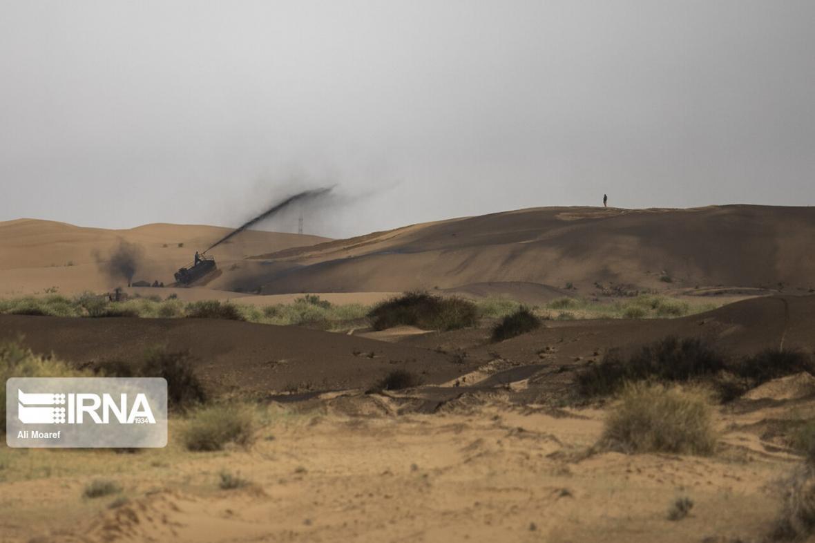 خبرنگاران 500 هکتار از اراضی بیابانی آران وبیدگل مالچ پاشی می گردد