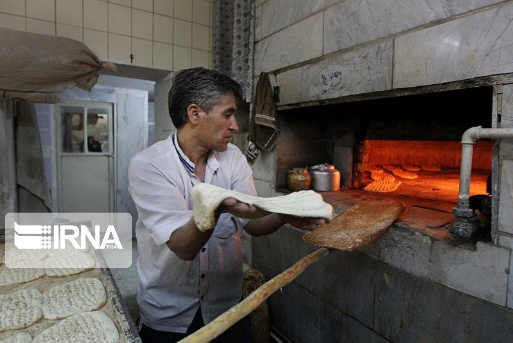 خبرنگاران قطع سهمیه آرد نانوایی ها در صورت بی توجهی به پروتکل های بهداشتی