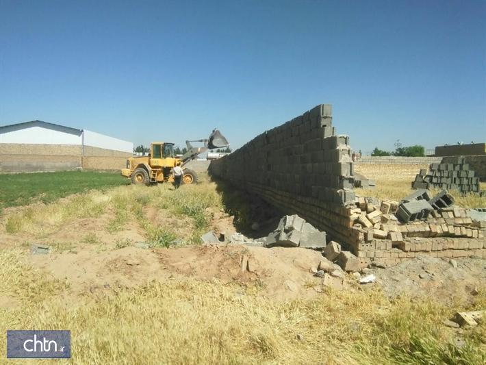 تخریب ساخت و سازهای غیرمجاز در عرصه تاریخی شهر کهن نیشابور