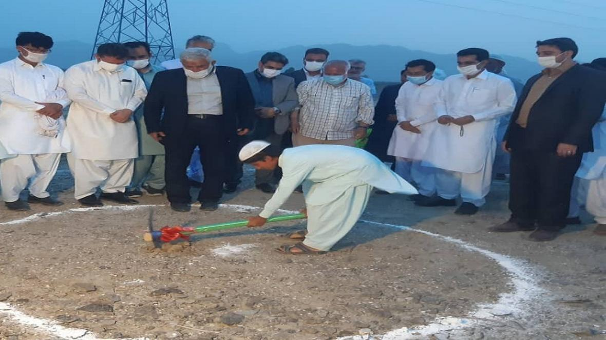 کلنگ ساخت پنج مدرسه در شهرستان سرباز به زمین زده شد