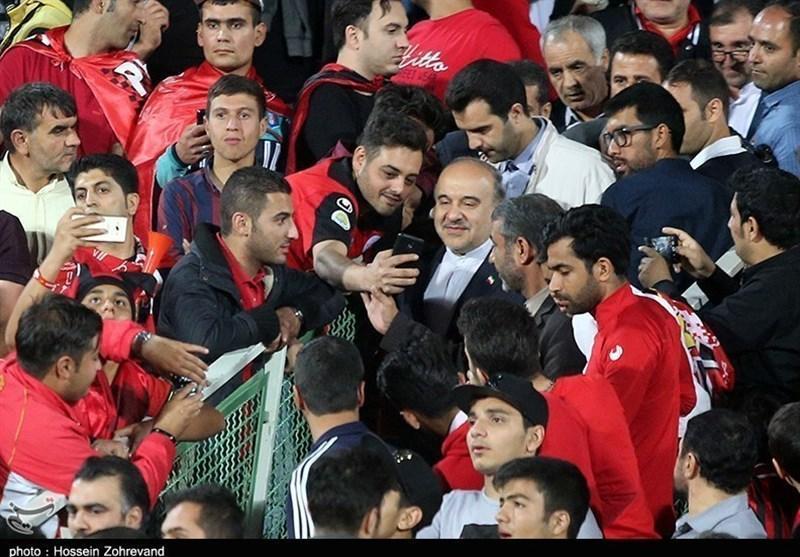 مرزبان: وزارت ورزش، استقلال و پرسپولیس را به یک چشم نگاه می نماید و به هر 2 ضربه می زند!، نباید قهرمانی را به مدیران باشگاه تبریک گفت