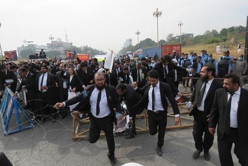 تظاهرات ضدفرانسوی حقوق دانان پاکستان و محکومیت شارلی ابدو