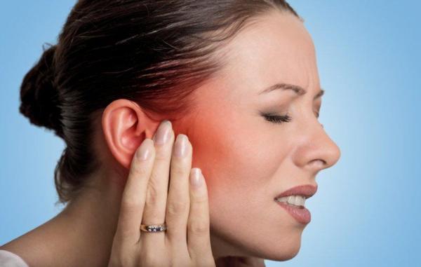 علت گرفتگی گوش و درمان های خانگی مؤثر برای آن