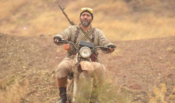 کامبیز دیرباز: امیدوارم سینما به قهرمان سازی برگردد ، نقش شهید زرین را روی هوا زدم