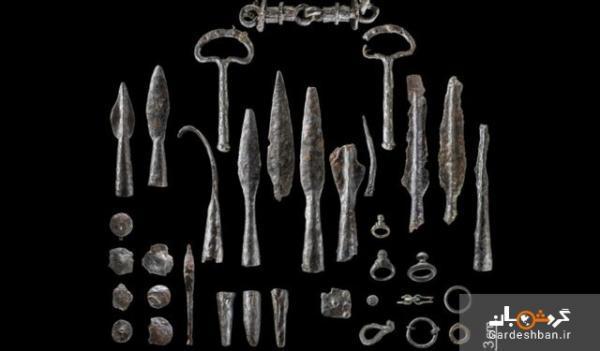 کشف سلاح های تاریخی که عمدا خمیده شده اند، عکس