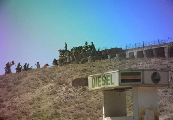 تسلیم شدن ده ها پاسگاه و پایگاه نیروهای افغان به طالبان در ماه گذشته